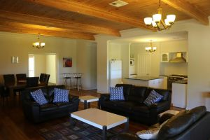 Burton Farmhouse - Northern Rivers Accommodation
